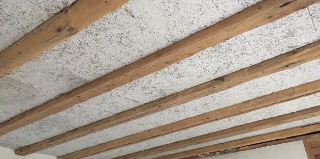 Plafond en bois après travaux d'aérogommage